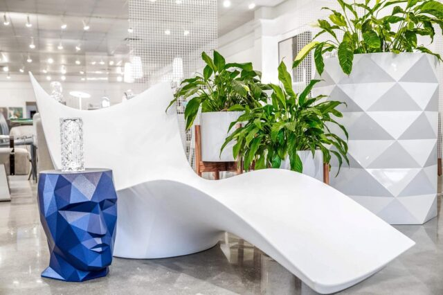 LOUNGE AROUND 🌿 Relax, and look good doing it! With outdoor lounge seating by @vondomslu, along with their unique planters, tables, and more, you'll never worry about whether your pool, patio, or balcony is boring. We're particularly fond of the Adan planter and this undulating lounger for the rest of the summer and fall seasons! Learn more about this sustainable outdoor brand and see more on our website at idmidesign.com/brands/vondom!